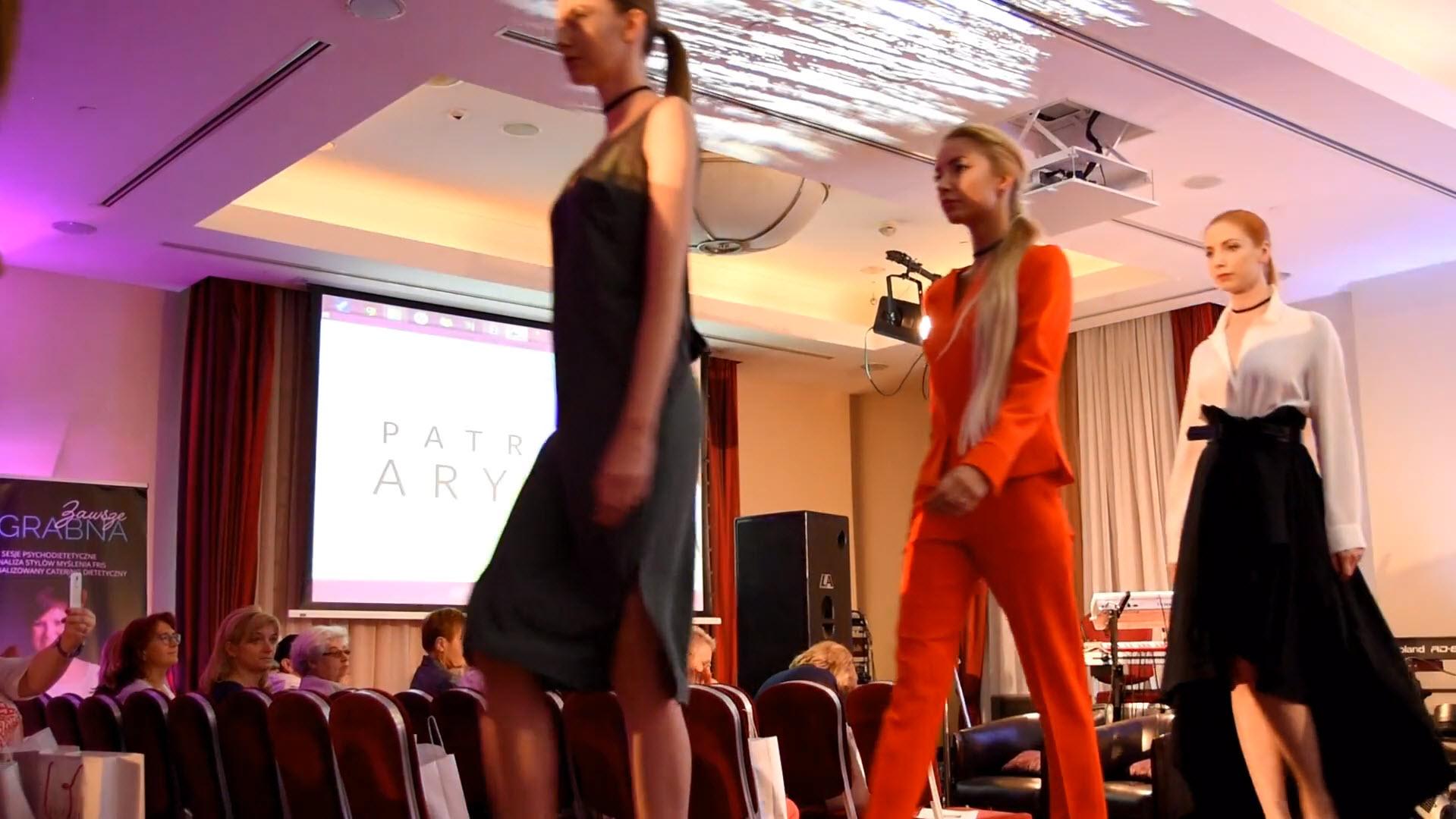 Pokaz mody Patrizia Aryton podczas 15. spotkania Klubu Miasta Kobiet